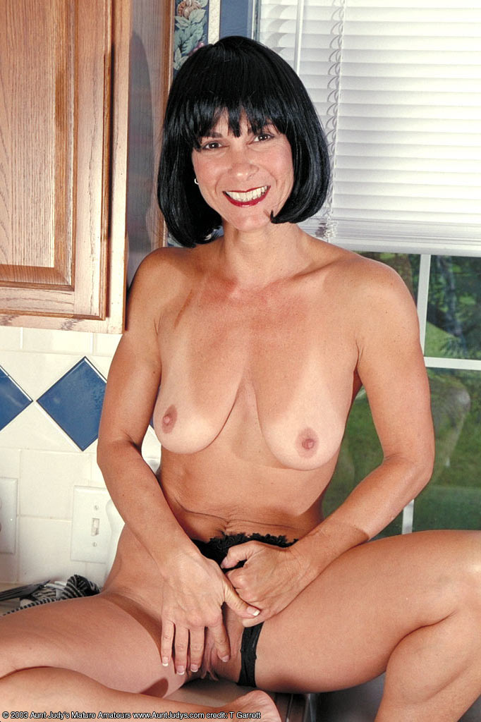 aunt gallery judys mature model picture