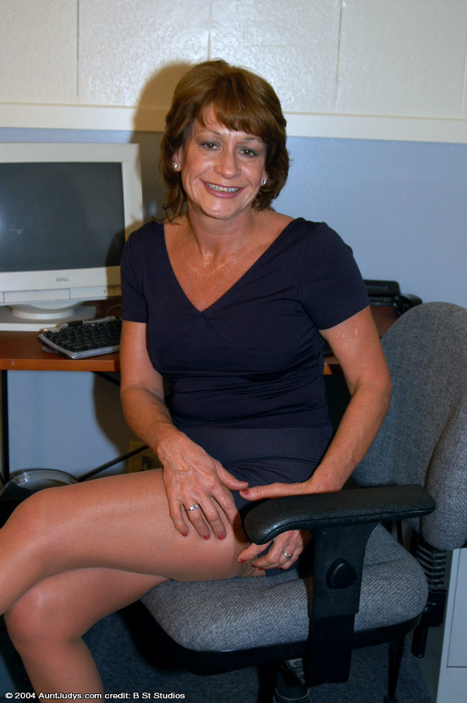 Mature Women Porn Galleries