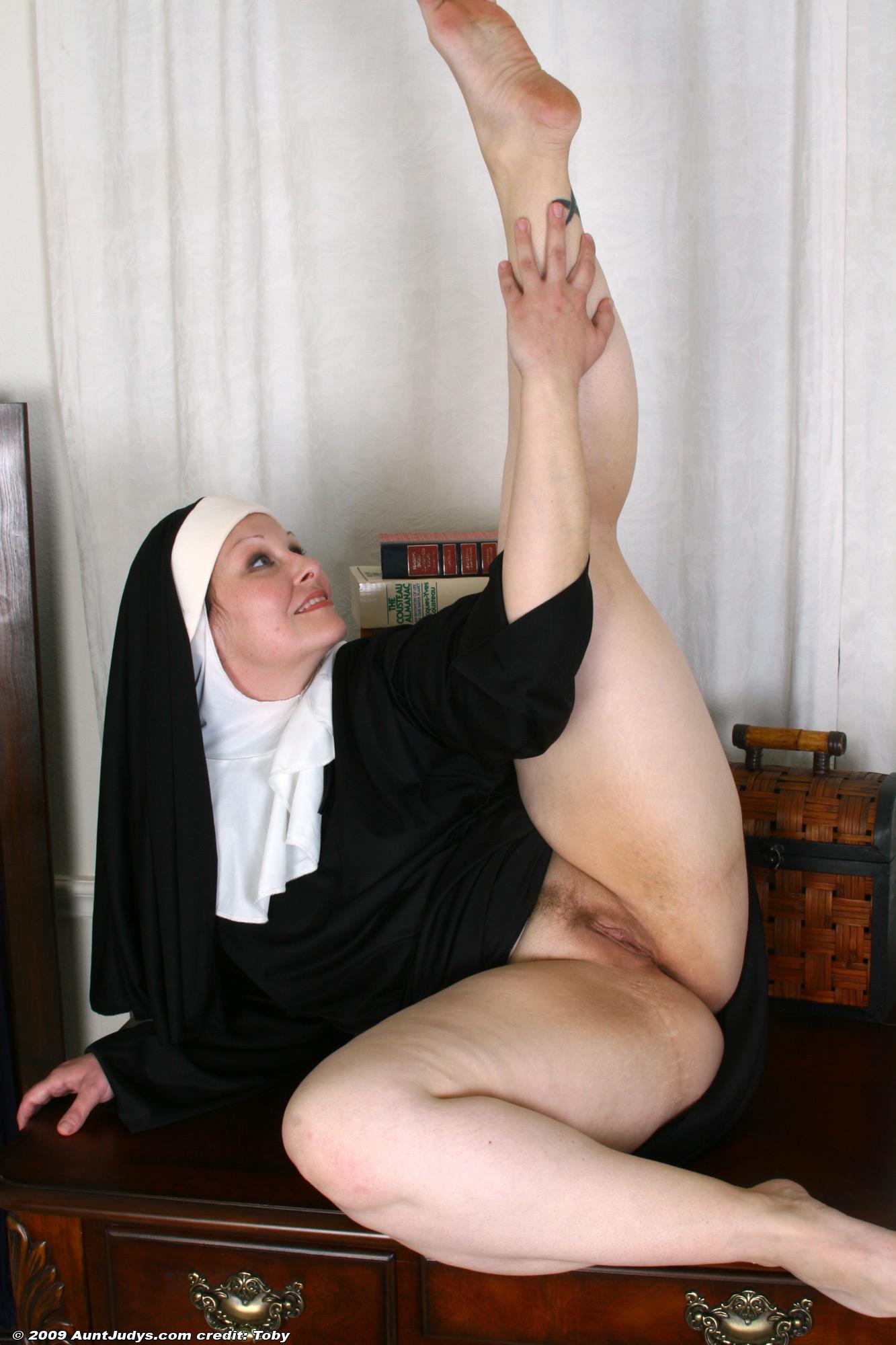 пожилые монашки порно