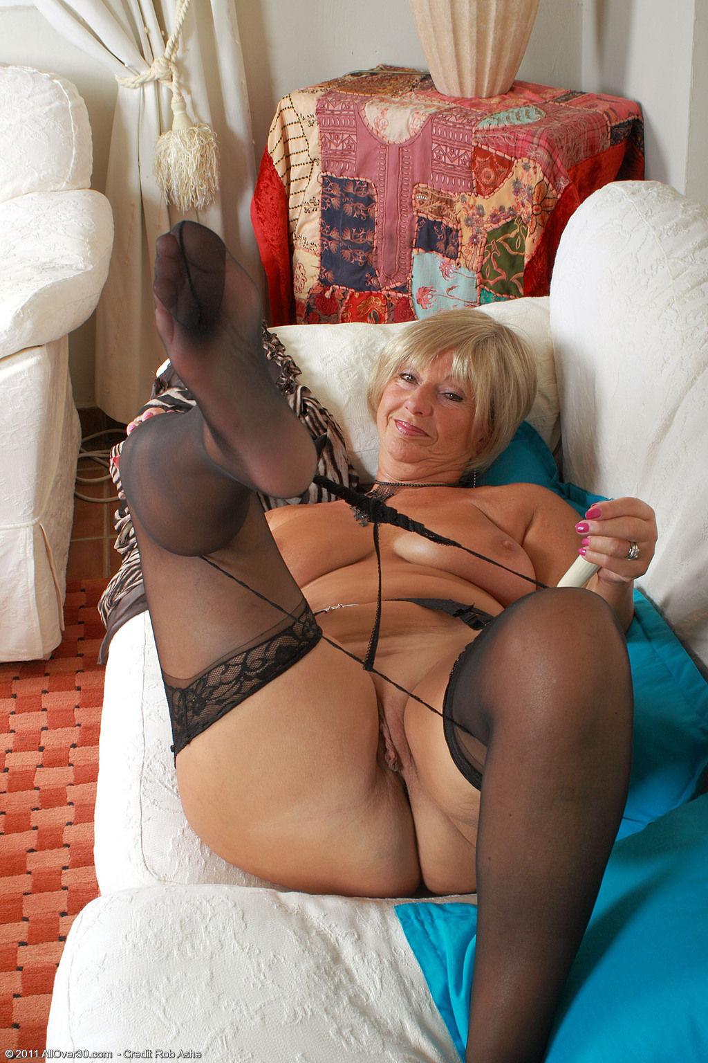 Старухи в чулках порно фото 23 фотография